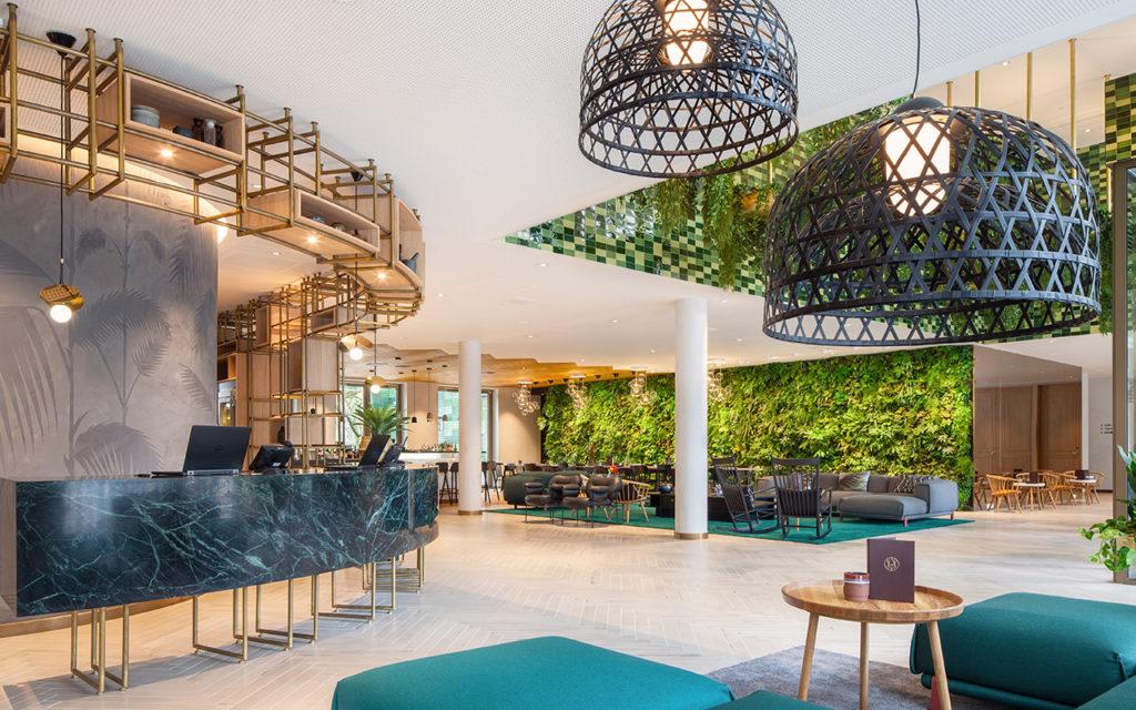 Indoor SemperGreenwall in bar Hyatt Regency